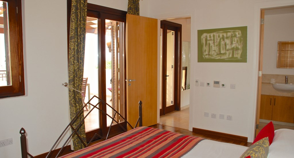 Villa 252 - Top floor double room with en suite bathroom. Villa 252 - Separate living area. Aphrodit