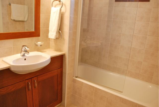 Apartment Helia - Master en suite with 2 showers and a bath