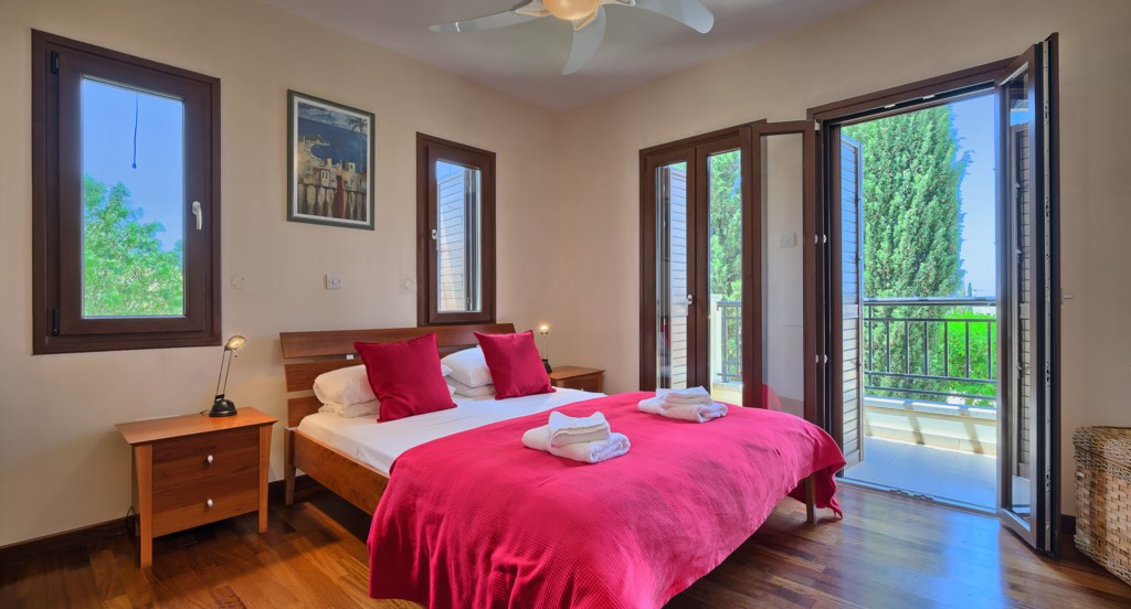 Apartment E11 - Master bedroom with balcony and en suite. Aphrodite Hills Resort, Cyprus.