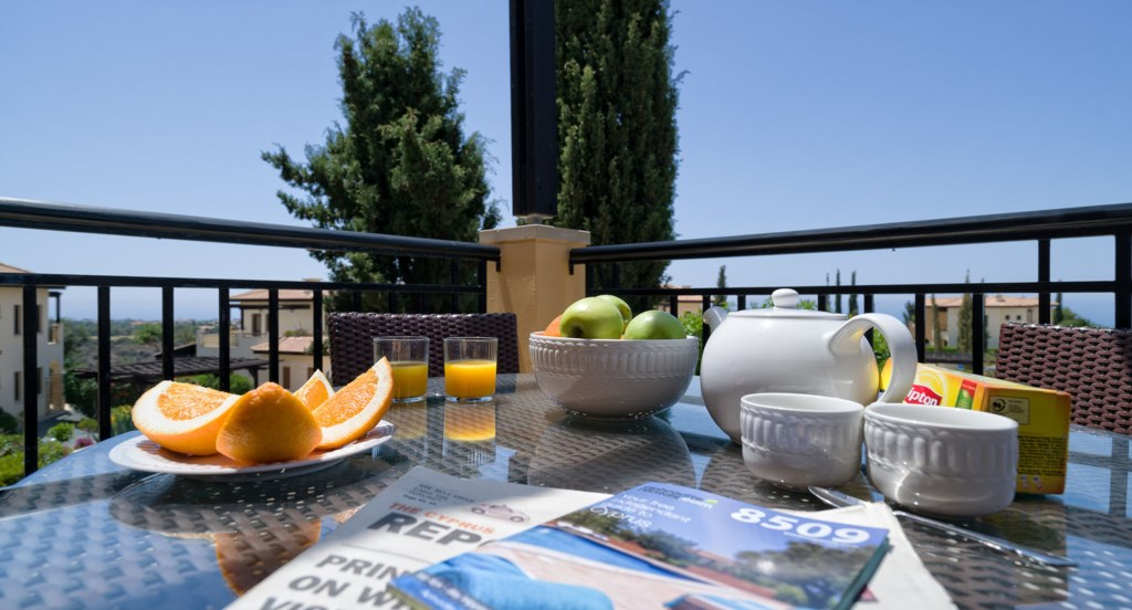 Apartment E11 - Enjoy al fresco dining on your balcony with sea views. Aphrodite Hills Resort, Cypru