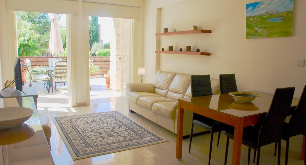 Apartment E2 - Open-plan living/dining area - Aphrodite Hills, Cyprus