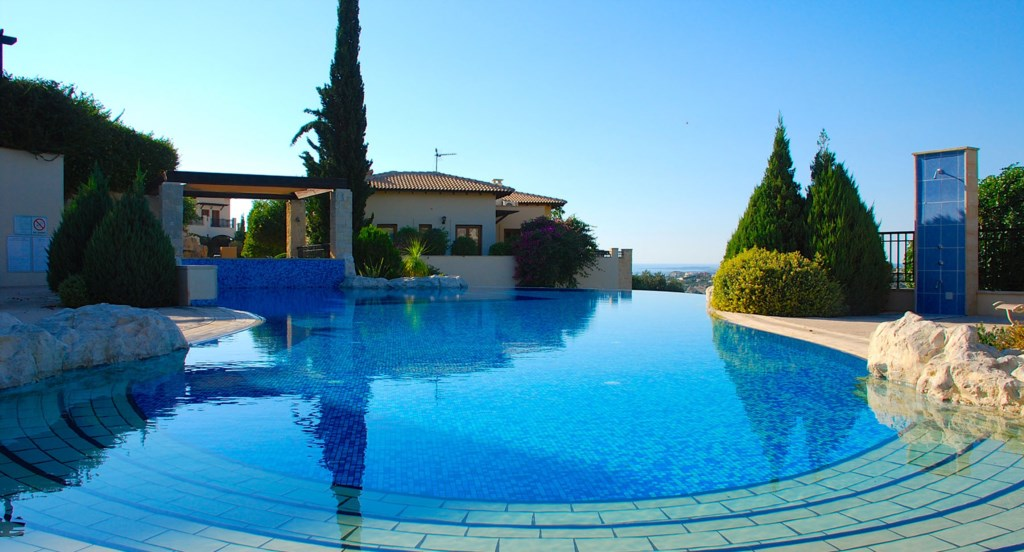 Apartment Hemera - just a stone's throw from the beautiful communal pool. Aphrodite Hills Resort, Cy