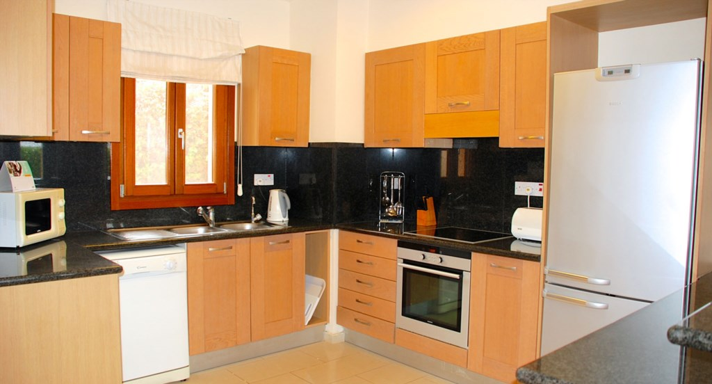 Apartment Hemera - Large modern kitchen with dishwasher. Aphrodite Hills Resort, Cyprus.