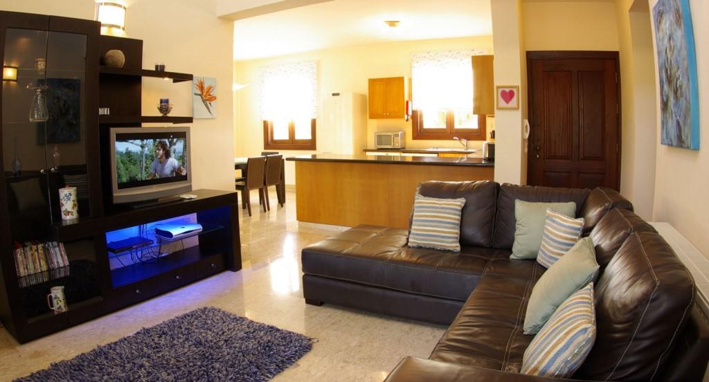 Villa 30 Lysos Open living room and kitchen (3).jpg