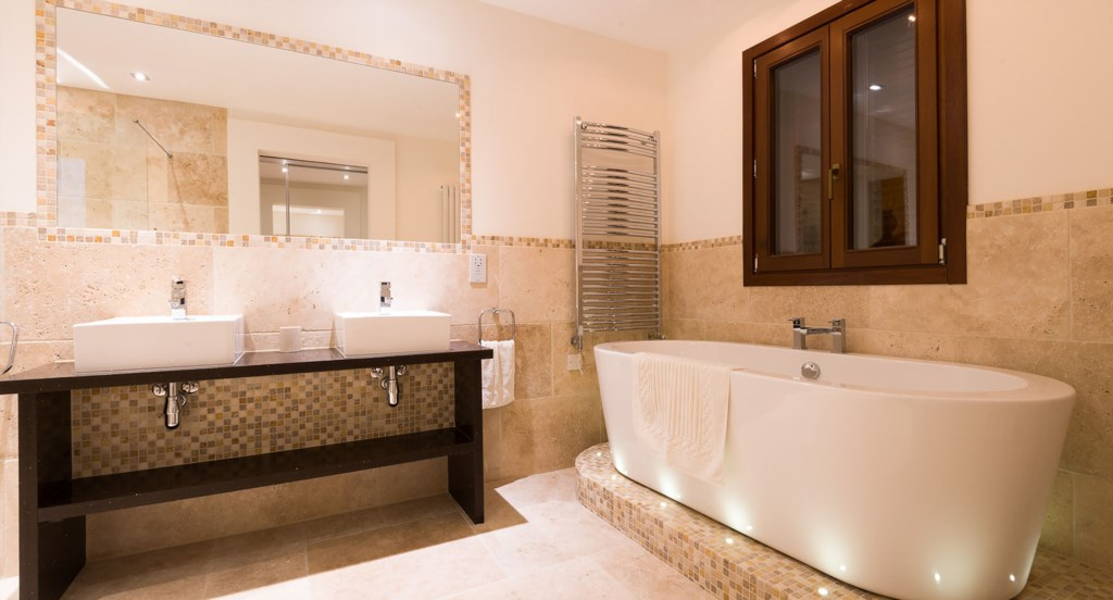 Villa Anthos - heavenly Master bedroom en suite
