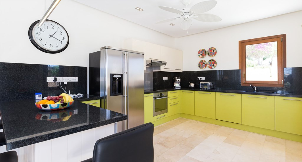 Villa Anthos - Bright, light modern kitchen with all the mod cons