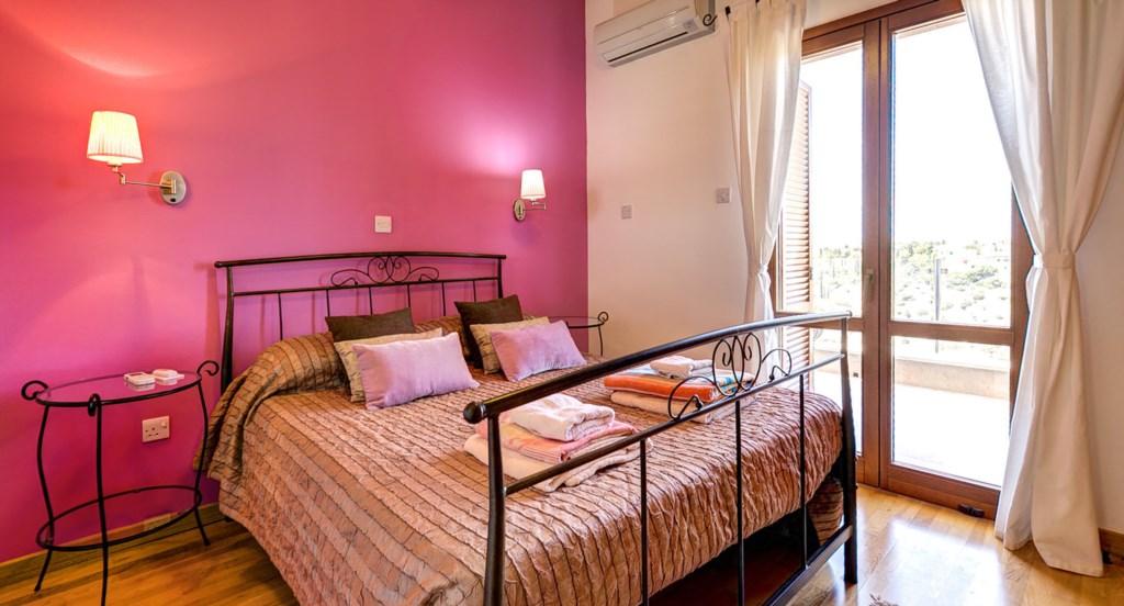 Villa Anthos - Pink double bedroom