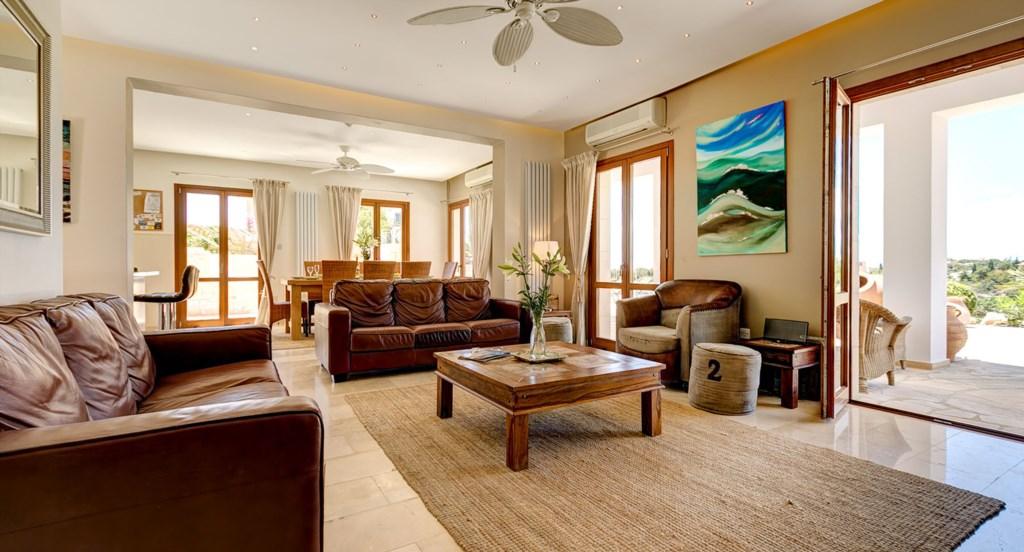 Villa Anthos - Luxurious open plan living area