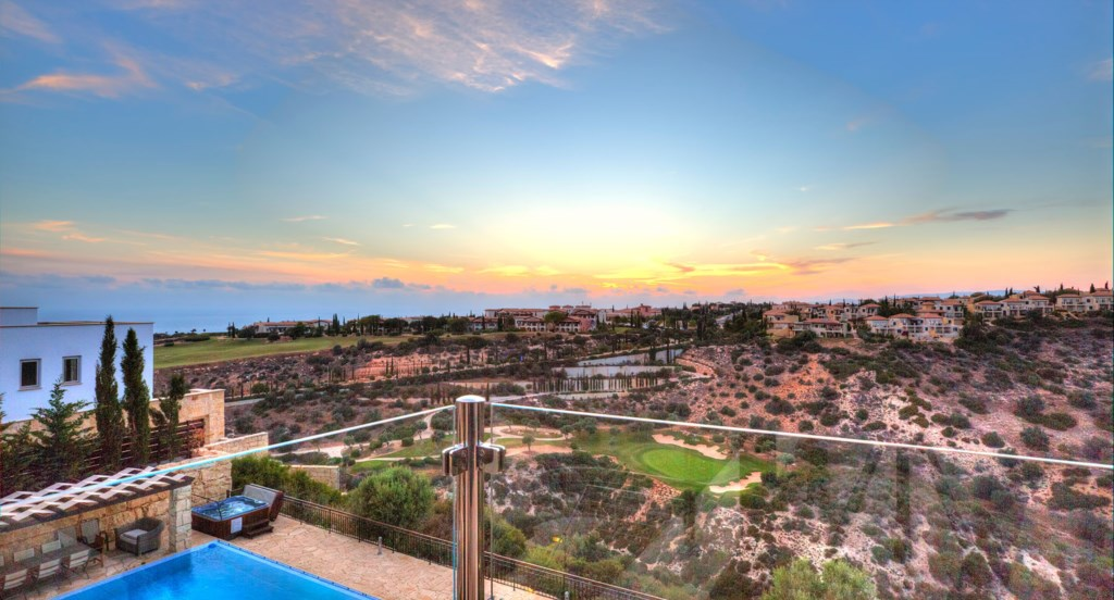 Villa Anthos - Amazing views over the signature 7th hole of the golf course