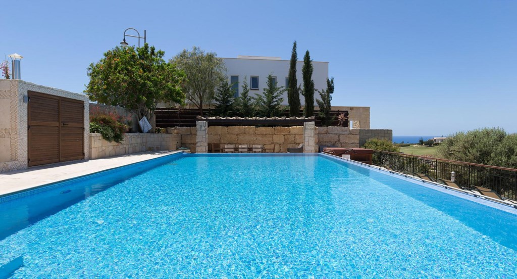 Villa Anthos - Plentiful outdoor space to relax and soak up the Mediterranean sun