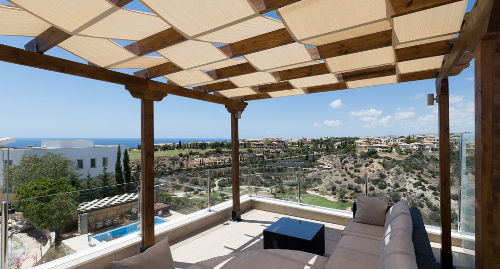 Villa Anthos - enjoy a sundowner on the roof terrace with amazing sea views