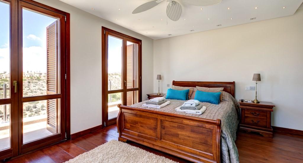 Villa Anthos - Master bedroom, furnished to the highest standard