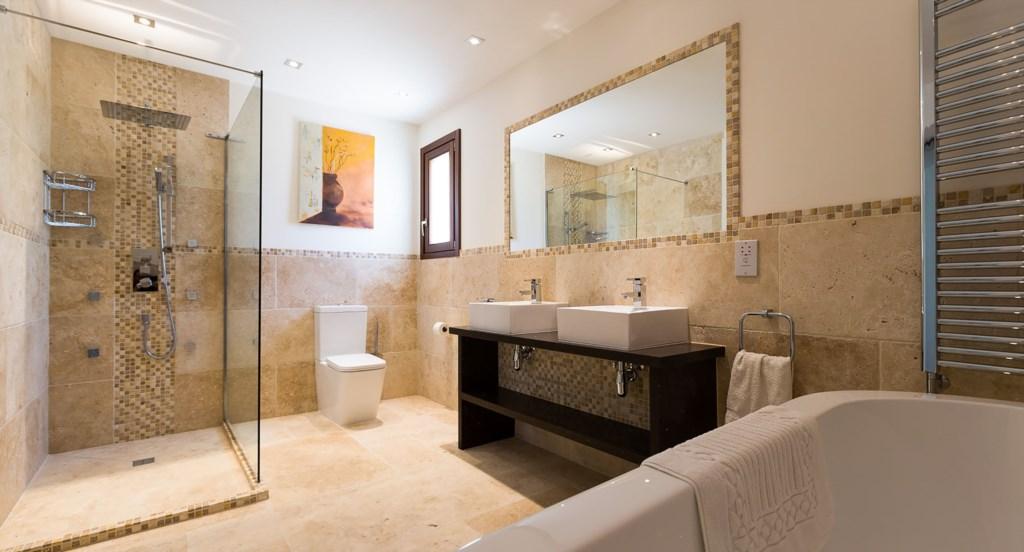 Villa Anthos - wonderful Master bedroom en suite bathroom