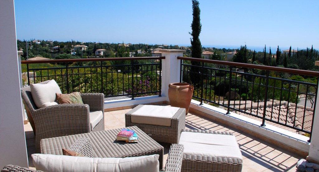 Villa 122 - Enjoy a glass of wine, or read of your book on the roof terrace. Aphrodite Hills Resort.