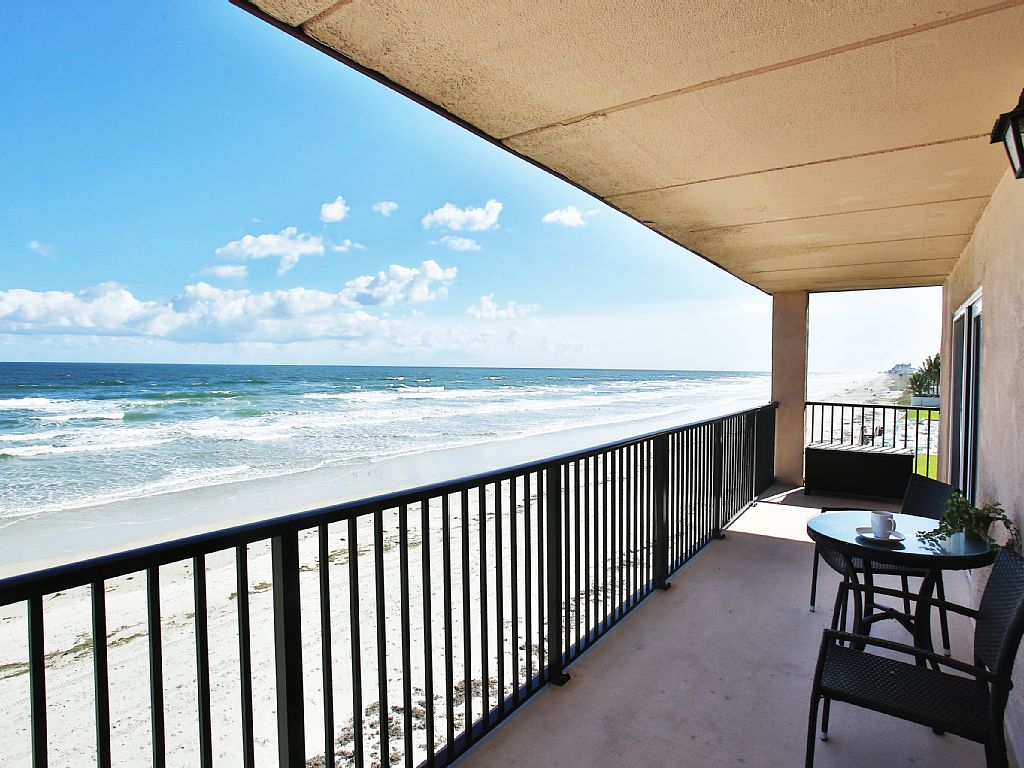 4495 S. Atlantic Ave #306S 2/2 Ocean front