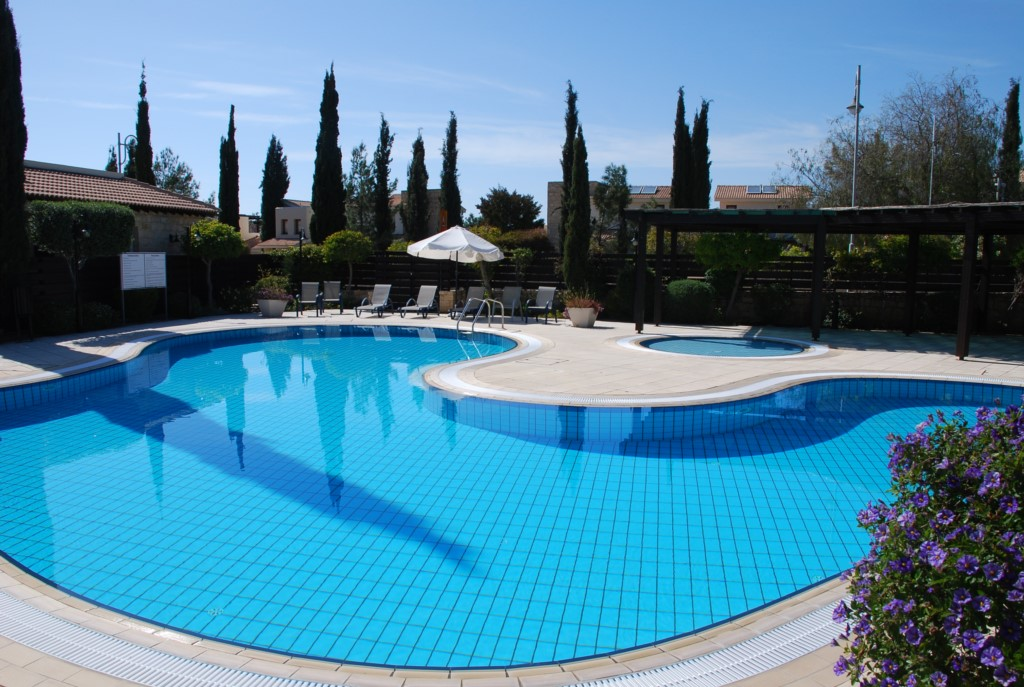 Junior Villa L2 - Just a stone's throw from the lovely communal pools. Aphrodite Hills Resort, Cypru