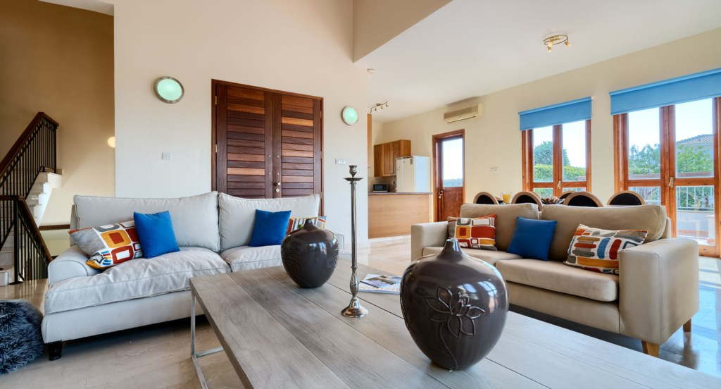 Villa 395 - Open plan living, dining and kitchen area on ground floor. Aphrodite Hills Resort, Cypru