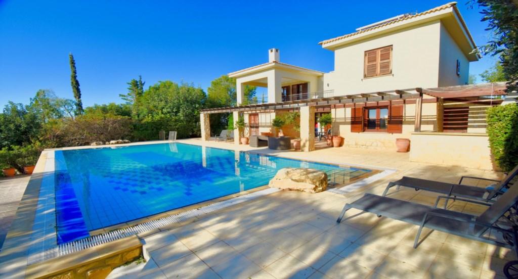 Villa Diyala (ref 83) is a beautiful three bedroom holiday villa on Aphrodite Hills Resort, Cyprus