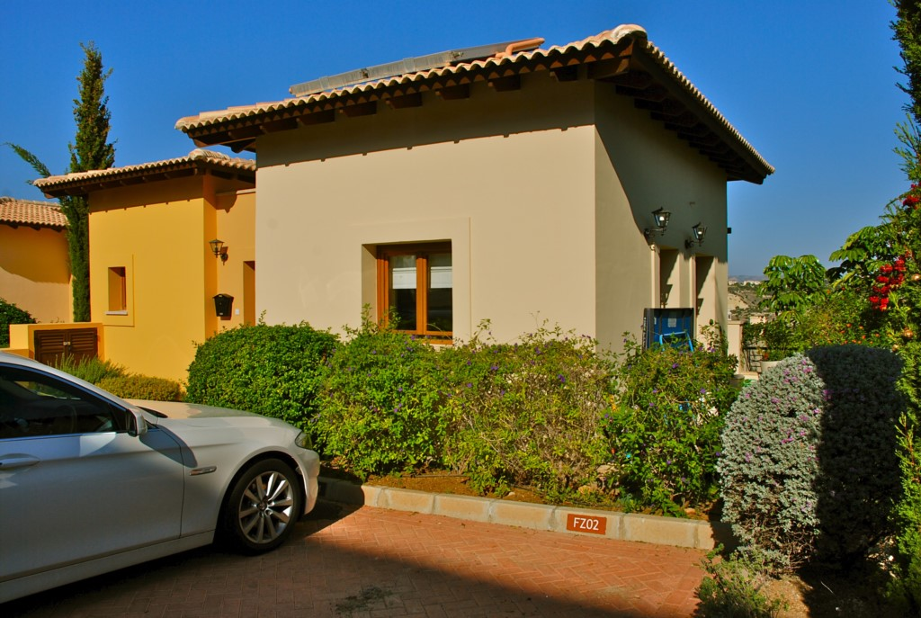 Junior Villa EZ02 - Welcome - ample private parking out the front.
