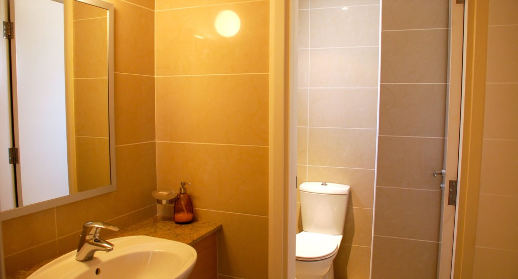 Junior Villa EZ02 - Upstairs family toilet. Junior Villa EZ02 - Stunning golf course views