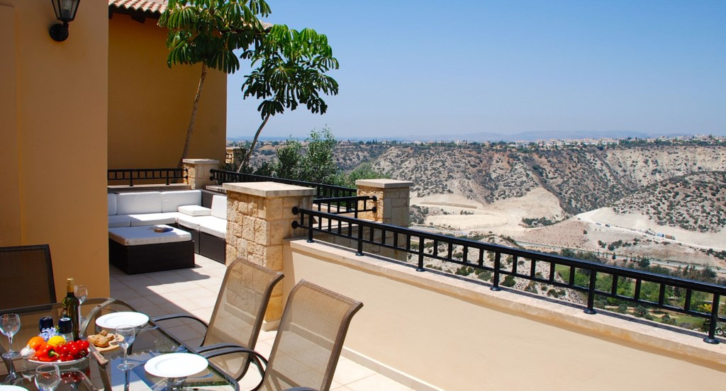 Junior Villa EZ02 - Plenty of space on the upper terrace to enjoy the afternoon sunshine. Aphrodite