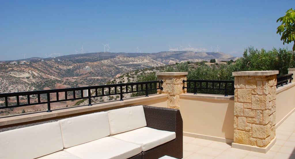 Junior Villa EZ02 - Kick back and relax on the upper terrace. Junior Villa EZ02 - Stunning golf cour