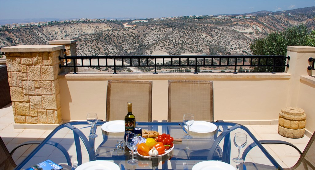 Junior Villa EZ02 - Enjoy al fresco dining with lovely views. Aphrodite Hills Resort, Cyprus.