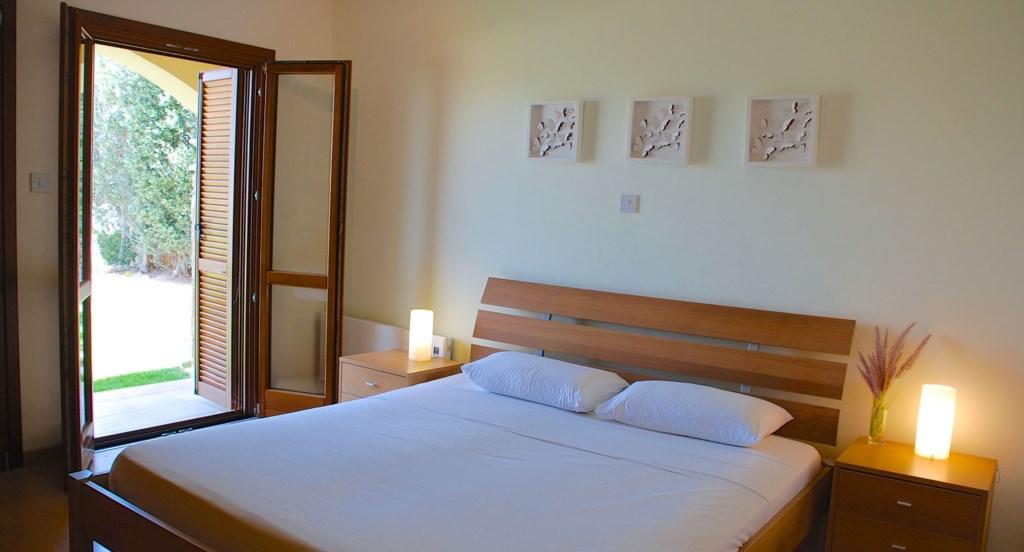 Junior Villa EZ02 - Beautiful master bedroom, opening out to the garden. Aphrodite Hills Resort