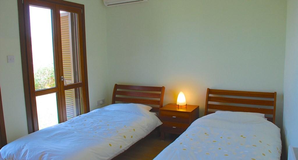 Junior Villa EZ02 - Twin room en suite bathroom. Aphrodite Hills Resort, Cyprus.