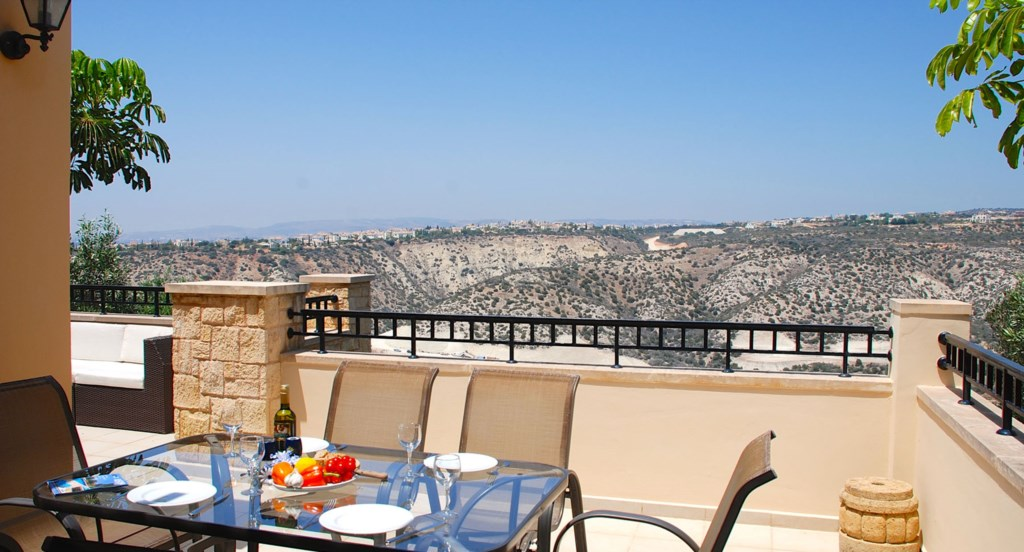 Junior Villa EZ02 - Lovely upper terrace with dining area and seating. Aphrodite Hills Resort, Cypru
