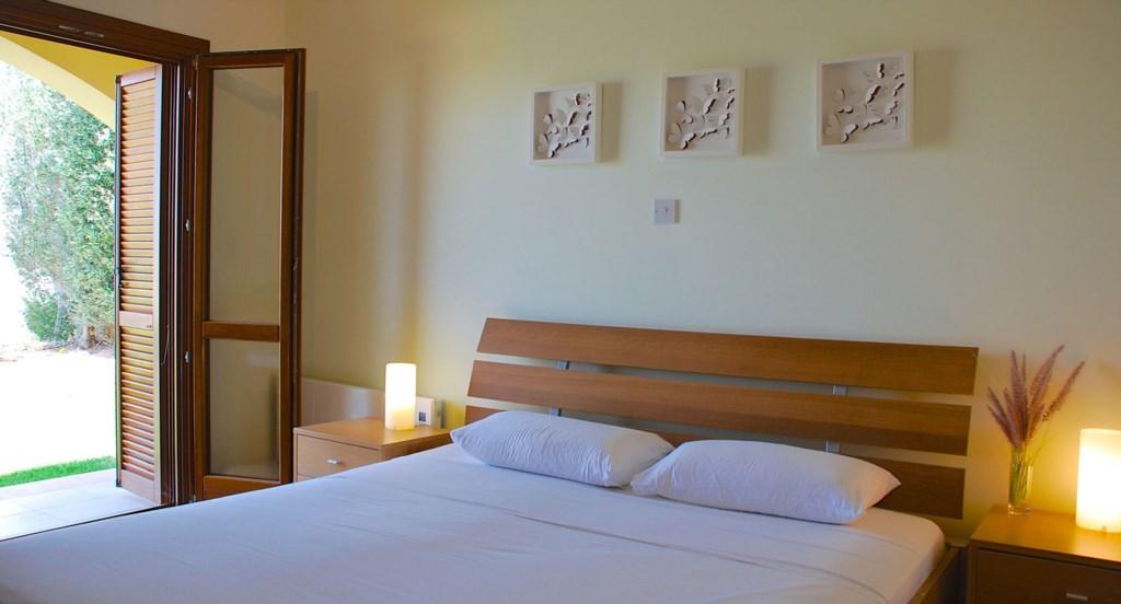 Junior Villa EZ02 - Master bedroom. Aphrodite Hills Resort, Cyprus.