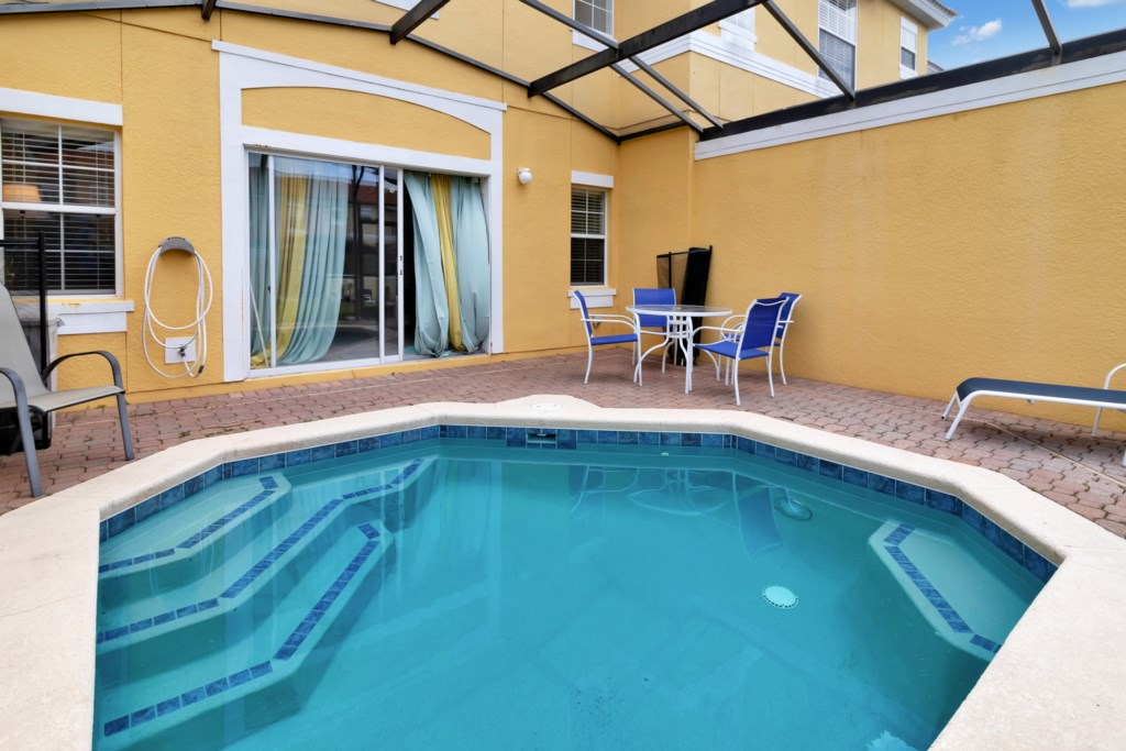 E8569 Beautiful Townhouse with Pool