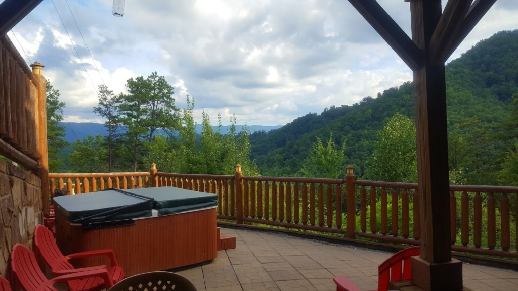 Can't Bear to Leave! - Stunning Views - Fast Wifi - Hot Tub - Huge Game Room - Sleeps 16