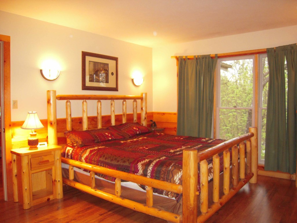 Private Cabin w/ Screened in Hot Tub - Dual King Suites - Sleeps 6