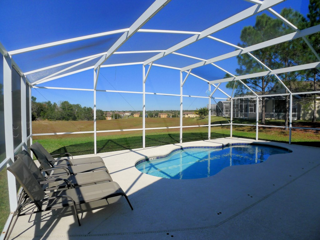 4 BED POOL HOME ON GOLF COMMUNITY (1332)