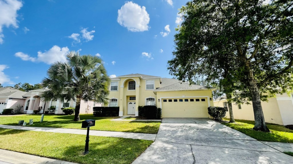 6 Bed Pool Home on Golf Community (208)