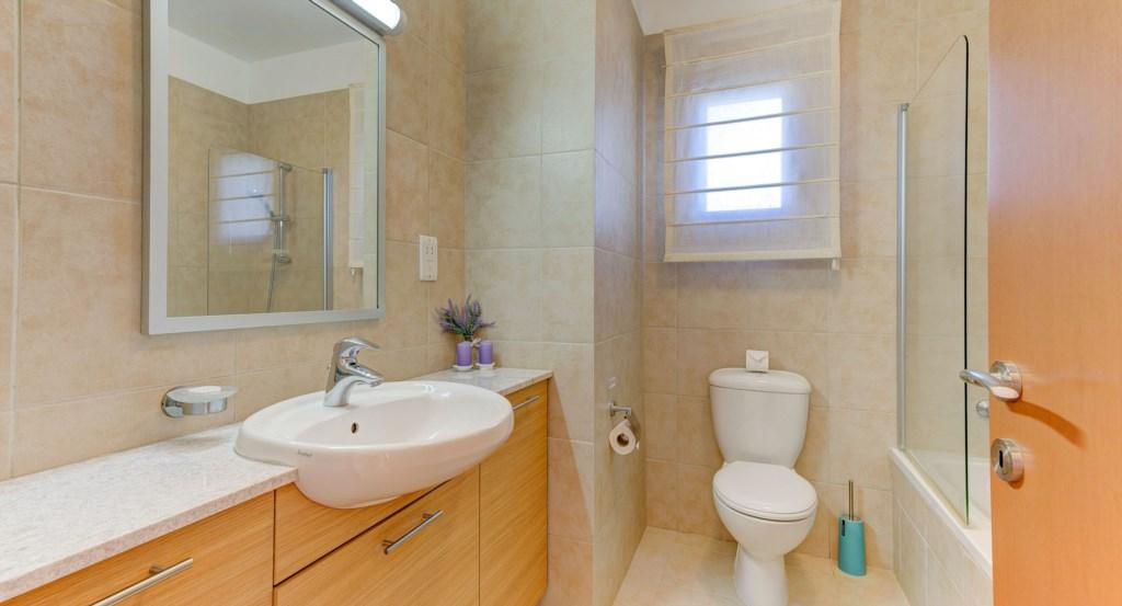 11. Luxury holiday apartment Aphrodite Hills Resort Cyprus_Guest Bathroom.jpg