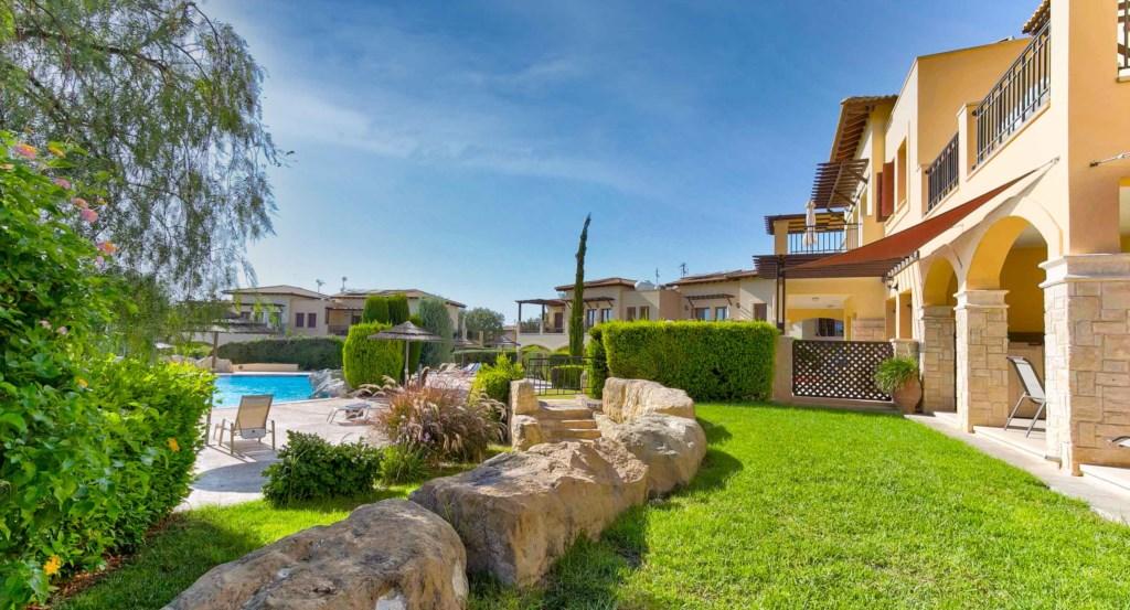 21. Luxury holiday apartment Aphrodite Hills Resort Cyprus_Garden 3.jpg
