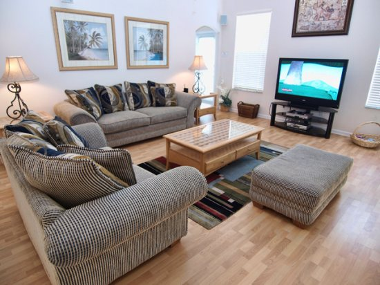 HR5P407PD-Family-Room-with-Big-Screen-TV