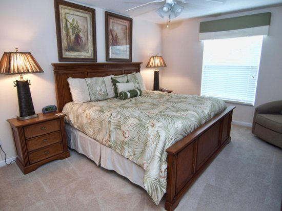 HR5P407PD-King-Master-Bedroom-2