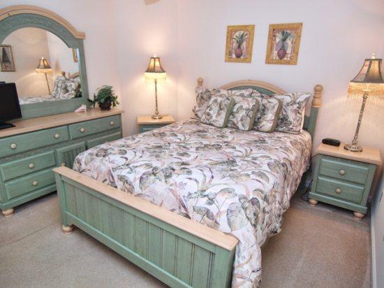 HR5P407PD-Queen-Bedroom