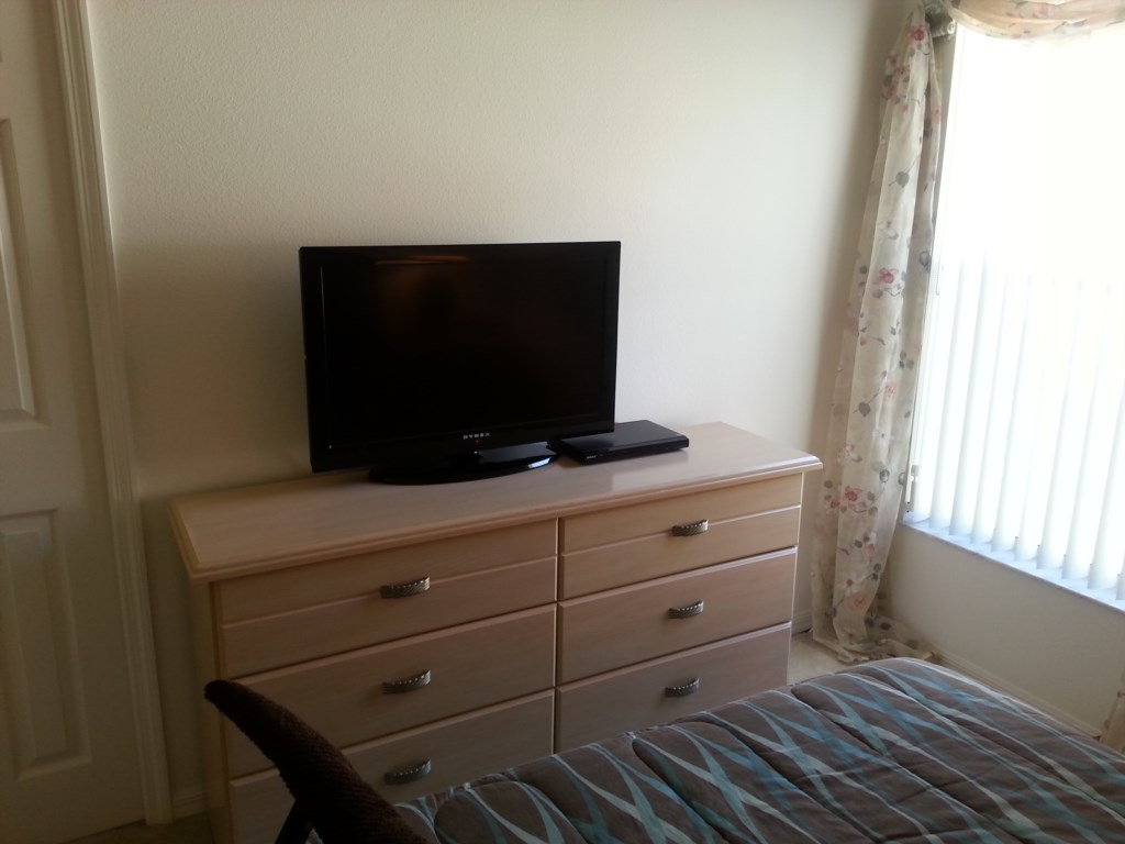 Queen bed tv