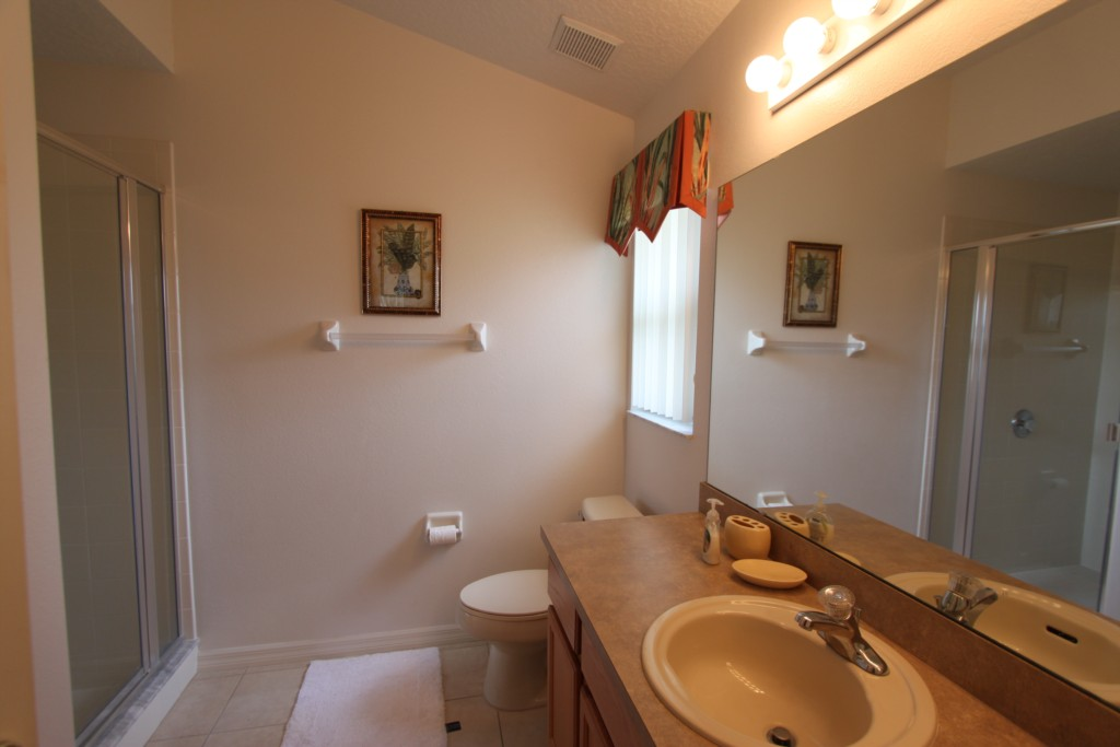 MASTER 1 BATHROOM
