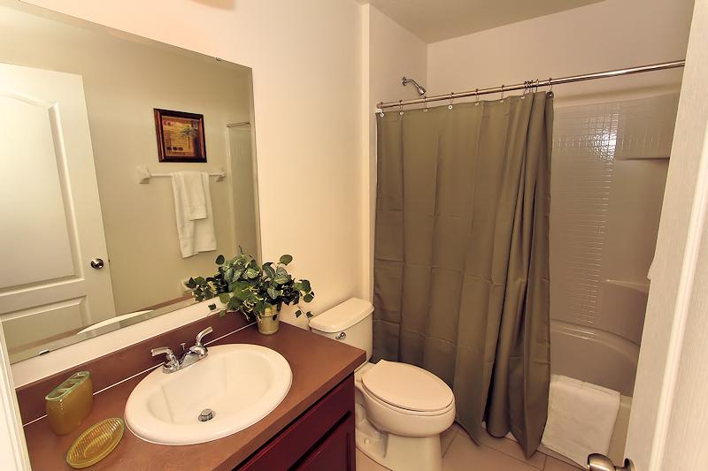 10_Bathroom_0921.jpg