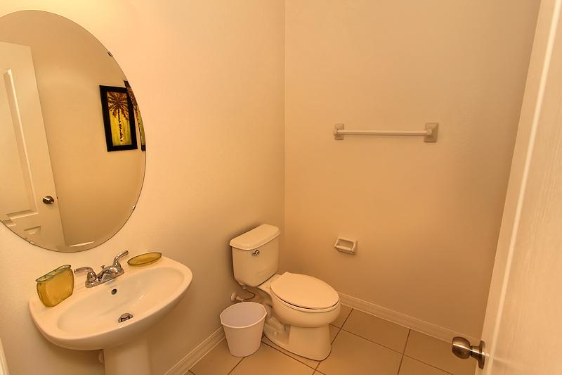 12_Bathroom_0921.jpg