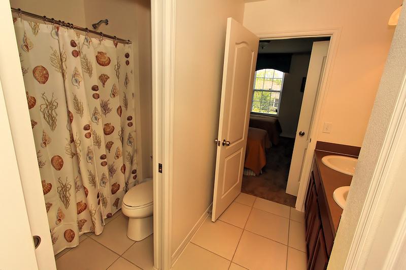 14_Bathroom_0921.jpg