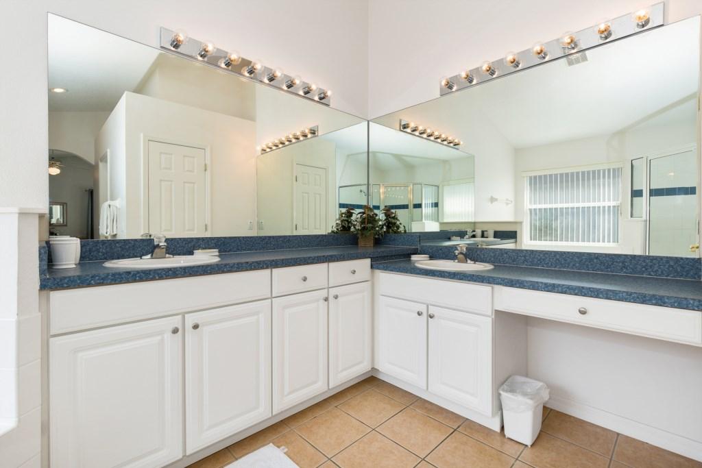 09-Bathroom_0921.jpg