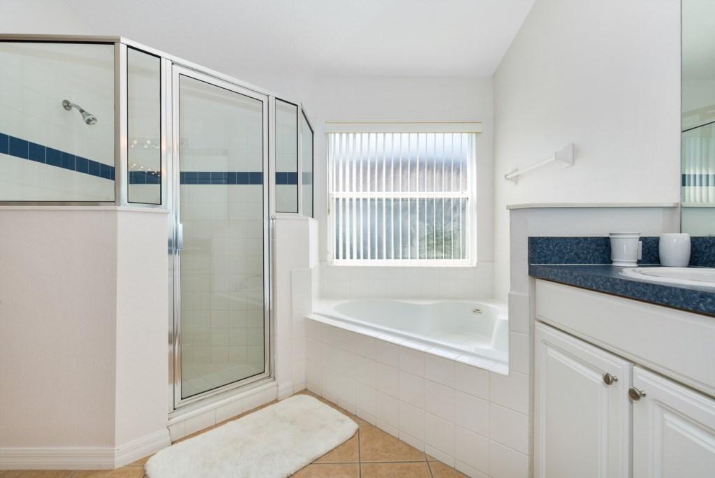 10-Bathroom_0921.jpg