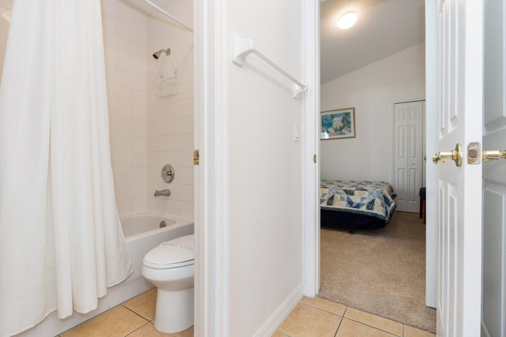 13-Bathroom_0921.jpg