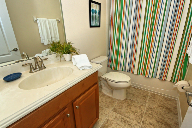 20 Family Bathroom.jpg